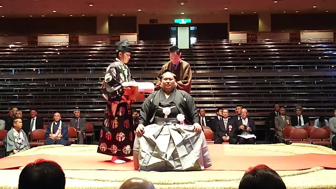 佐田の富士引退年寄中村襲名披露断髪式